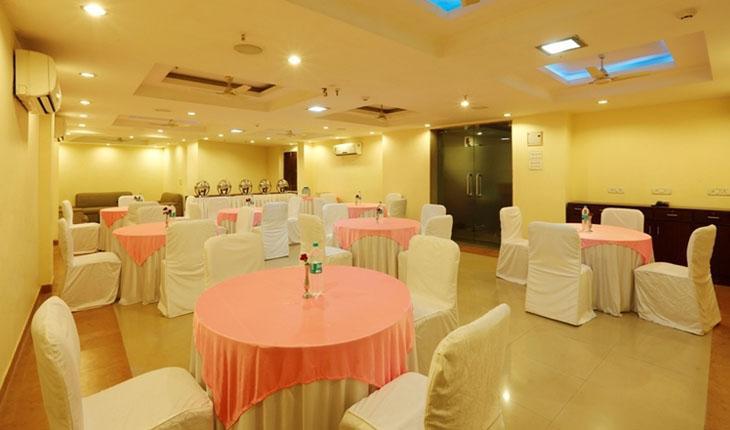 Hotel La Sapphire Banquet Hall in Delhi Photos