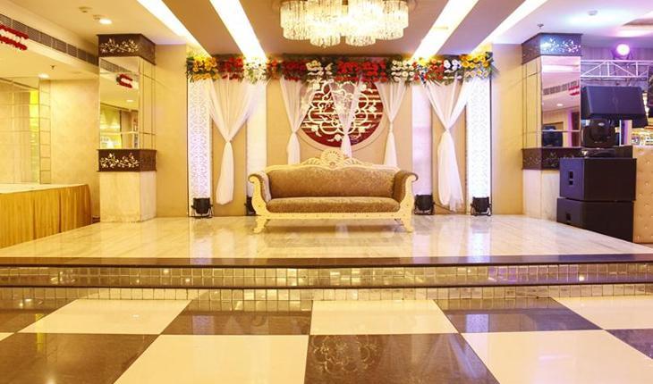 Dee Pearls Banquet in Delhi Photos