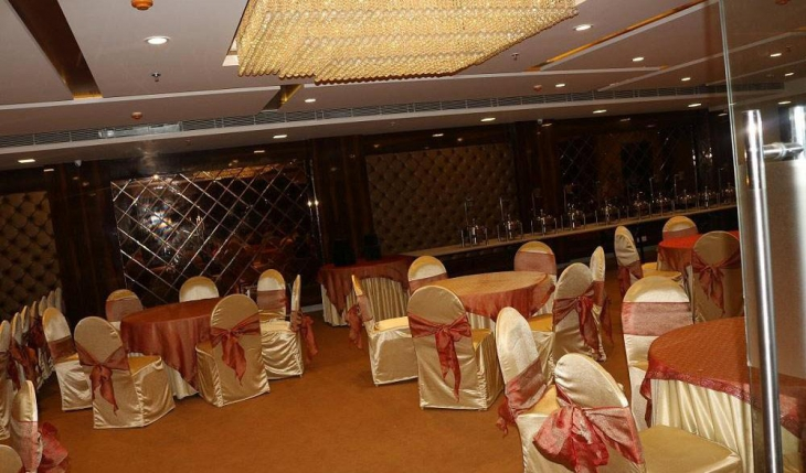 Ap Holiday Inn Banquet Hall in Delhi Photos
