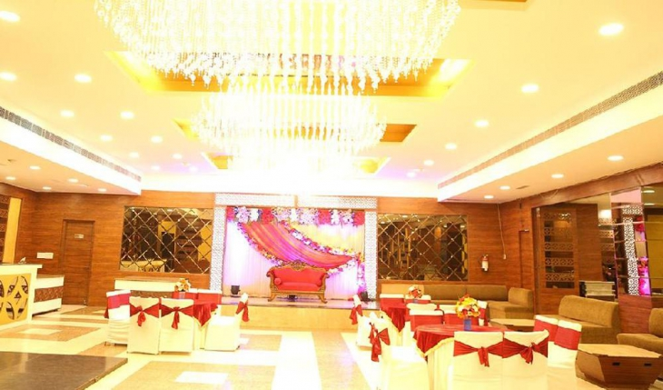 Green Lounge Banquet Hall in Delhi Photos