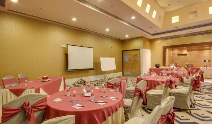 Imperial IV at Golden Tulip Essential Banquet Hall in Delhi Photos