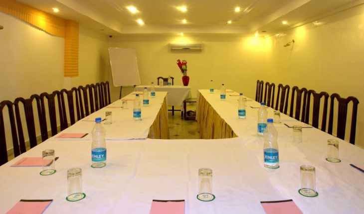 Crest Inn Conference Room in Delhi Photos