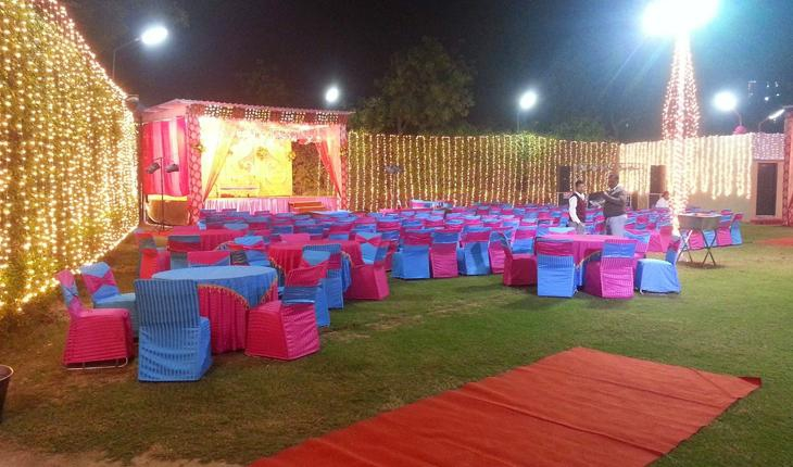 Green Garden Party Lawn in Delhi Photos