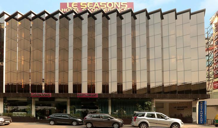 Hotel Le Seasons Banquet Hall in Delhi Photos