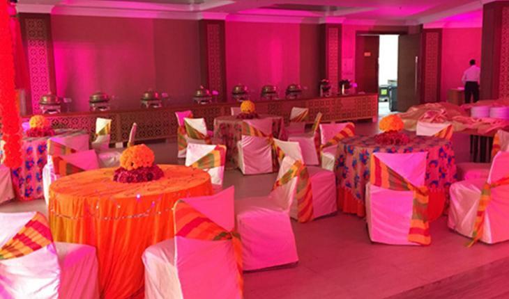 Dee Marks Hotel Banquet Hall in Delhi Photos